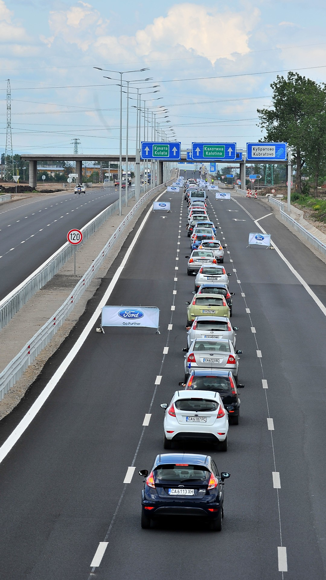Ford New Cars >> Ford Fans Set New Guinness World Record For Longest Queue ...