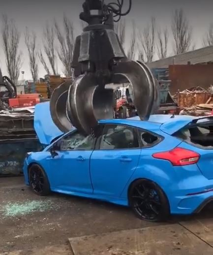 Ford Focus Rs Getting Crushed At Junk Yard Is Pure Torture
