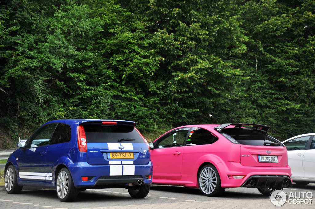 Ford Focus Rs Thinks It S Cool In Pink Autoevolution