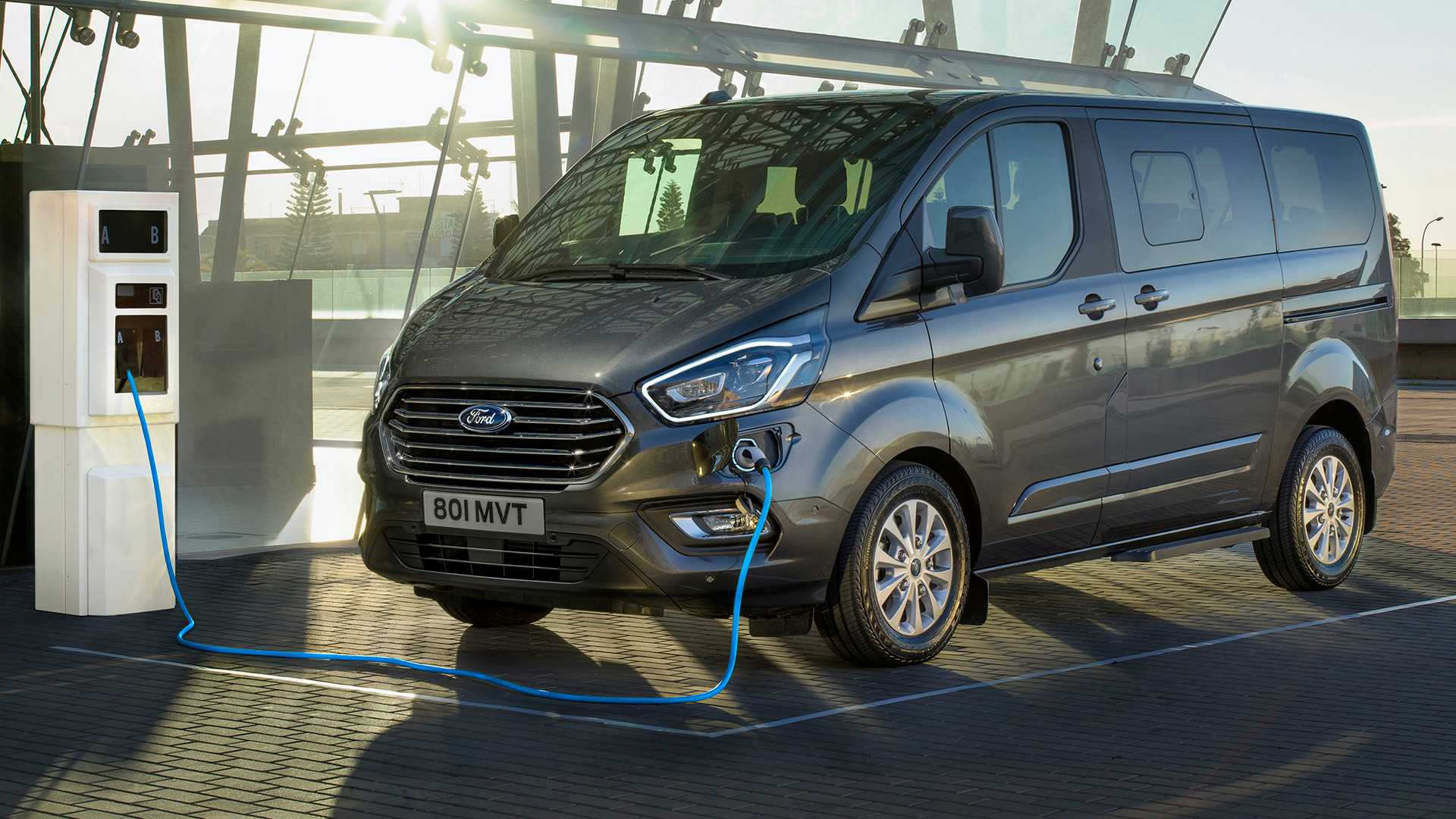 Ford Transit 12 Passenger Van >> Ford Goes Plug-In Hybrid With Tourneo Custom Passenger Van ...