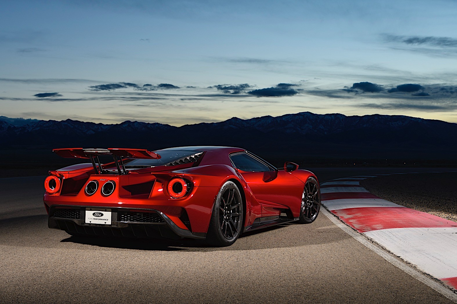 Watch Everything the Ford GT Supercar Is Not - autoevolution