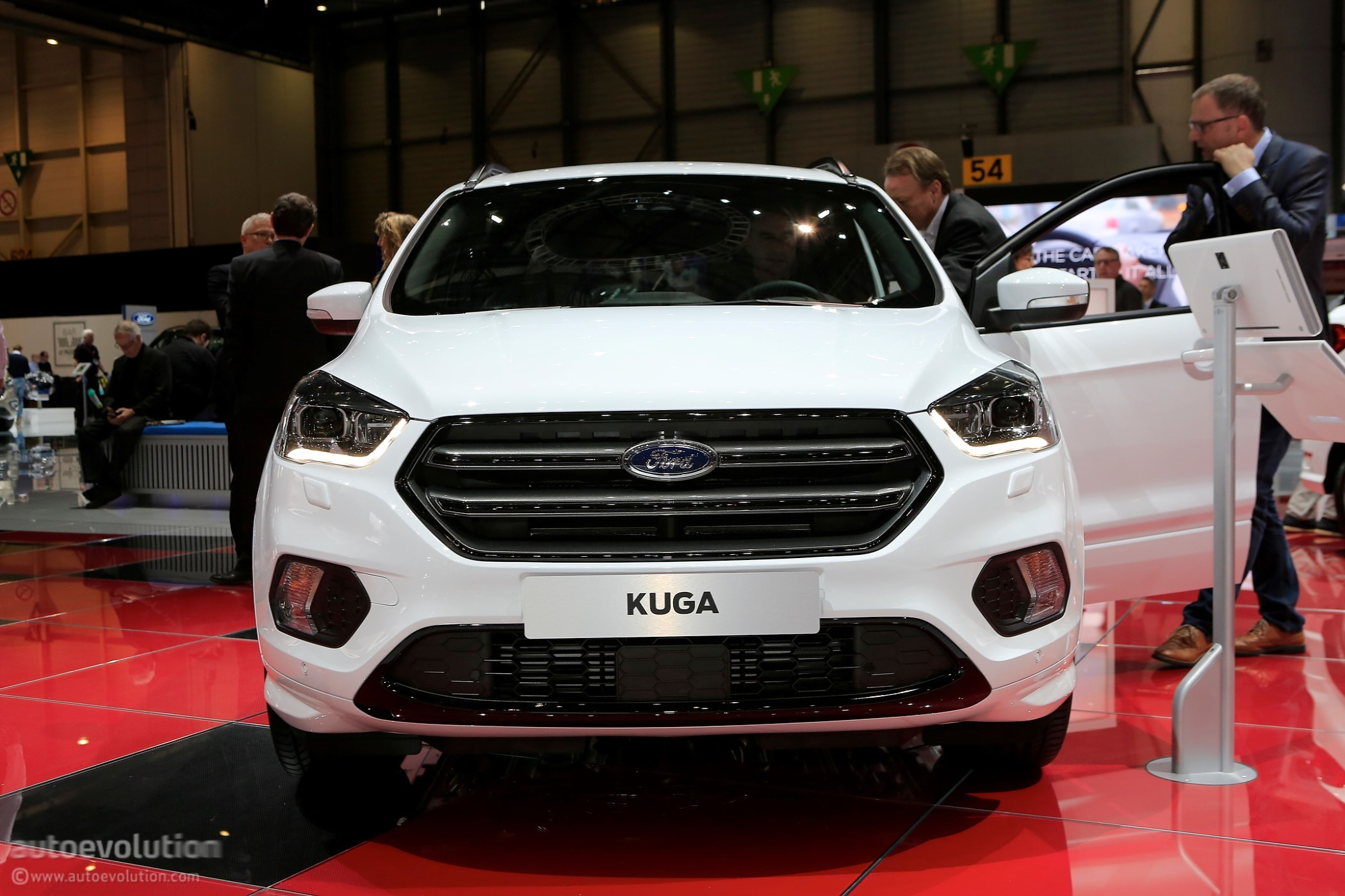 2018 Ford Kuga Shows Off In Geneva In ST-Line ...