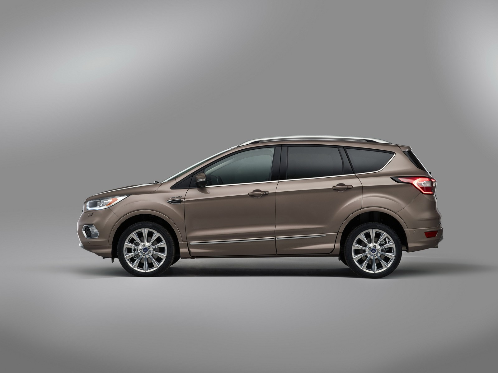 ford kuga vignale puts a luxury twist on the compact suv. Black Bedroom Furniture Sets. Home Design Ideas