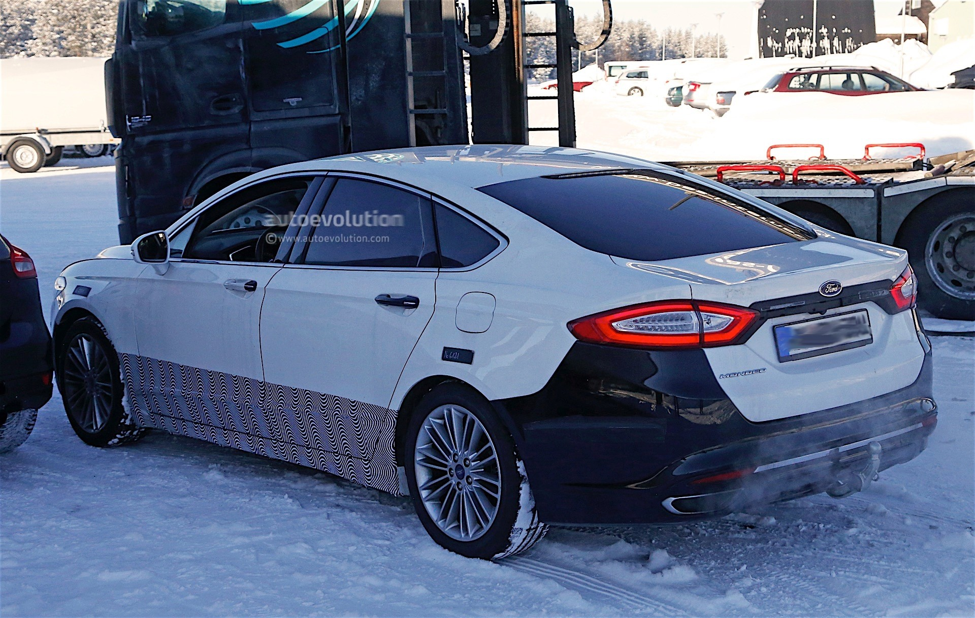 2017 ford mondeo facelift spyshots reveal refreshed lights and bumpers