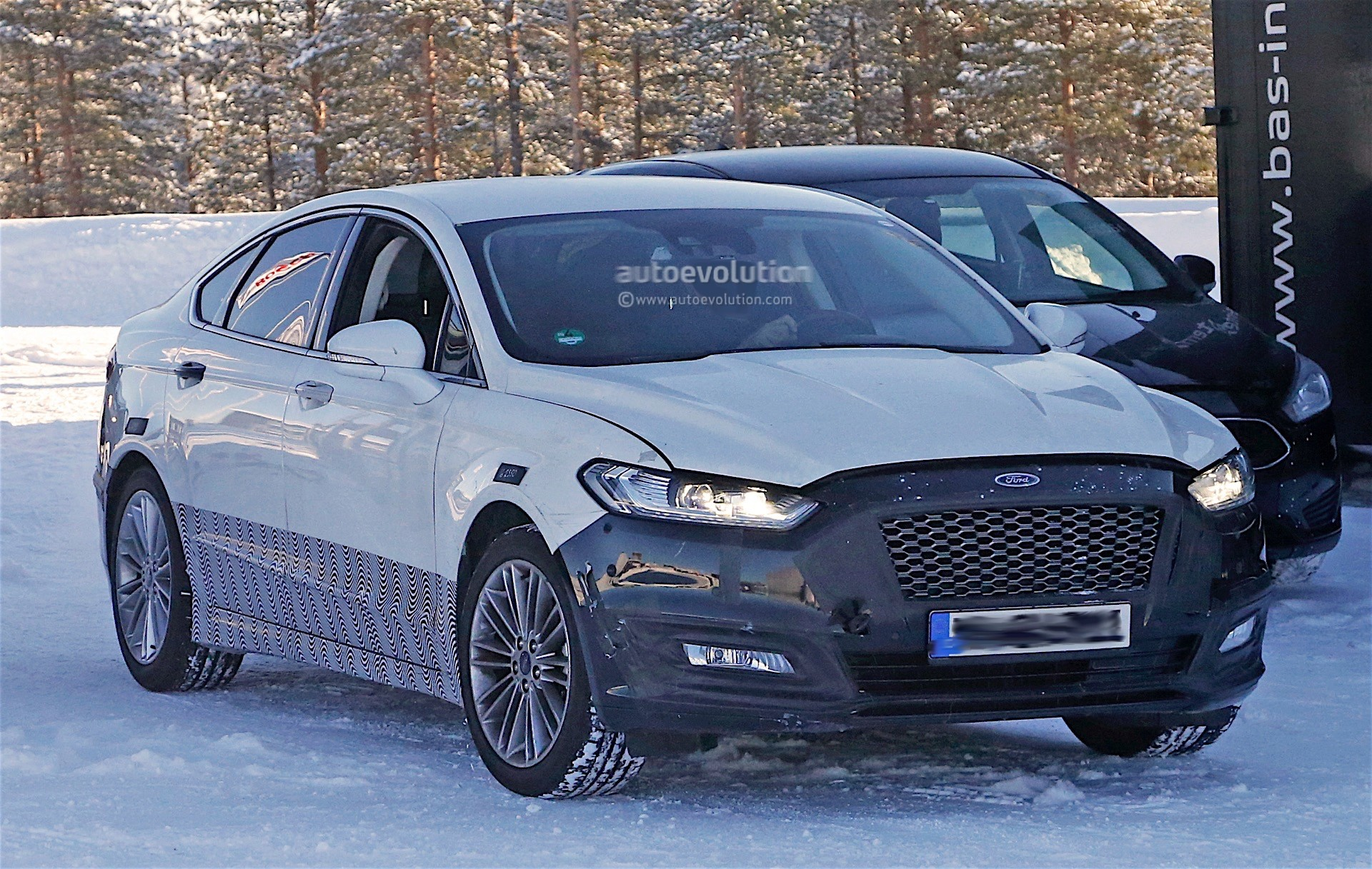 2017 Ford Mondeo Facelift Spyshots Reveal Refreshed Lights and Bumpers - autoevolution