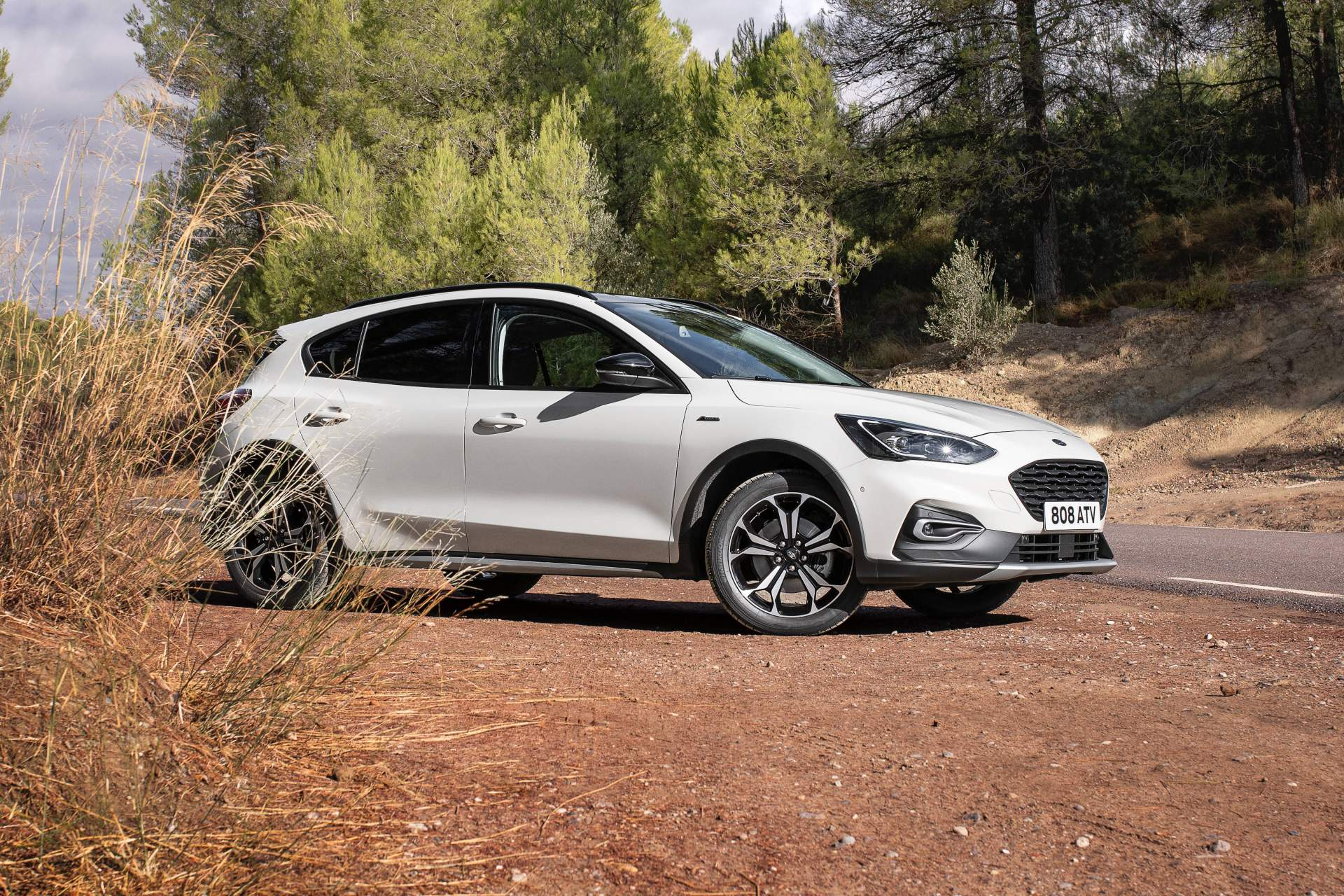 Ford Reveals Focus Active Wagon Refers To It As Crossover Autoevolution