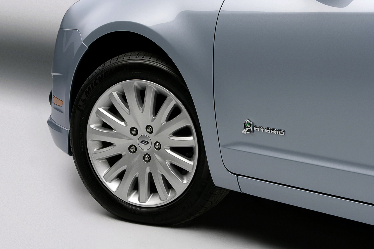 Ford Shows 2010 Fusion And Hybrid In La Autoevolution Fuse Box