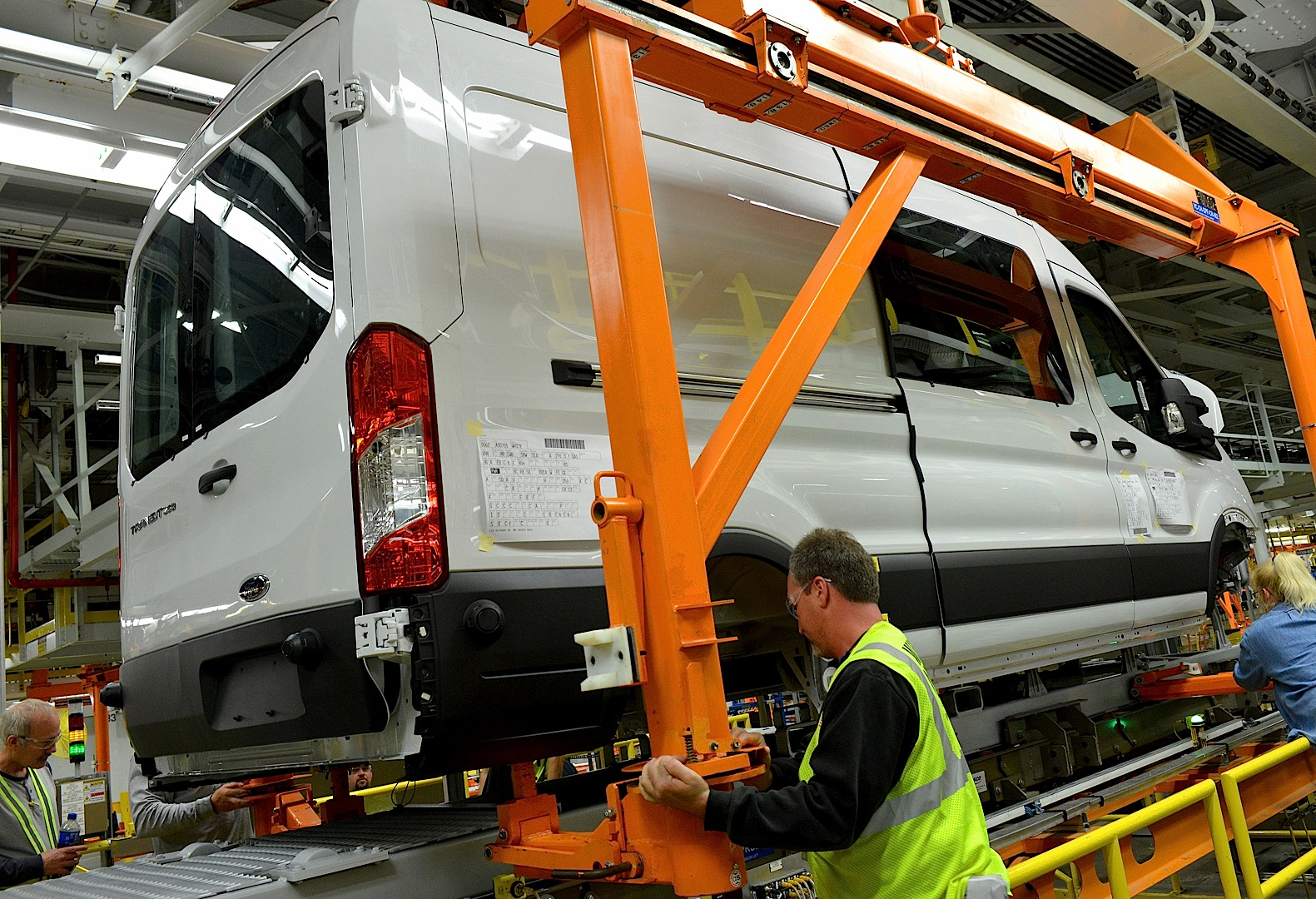 2013 - [Ford] Transit (Connect & MaxiVan) - Page 4 Ford-starts-2015-transit-van-production-photo-gallery_2