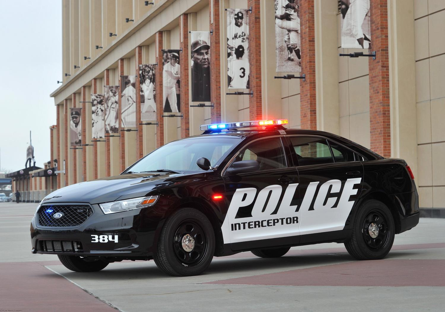 Ford Taurus Police Interceptor Gets 305