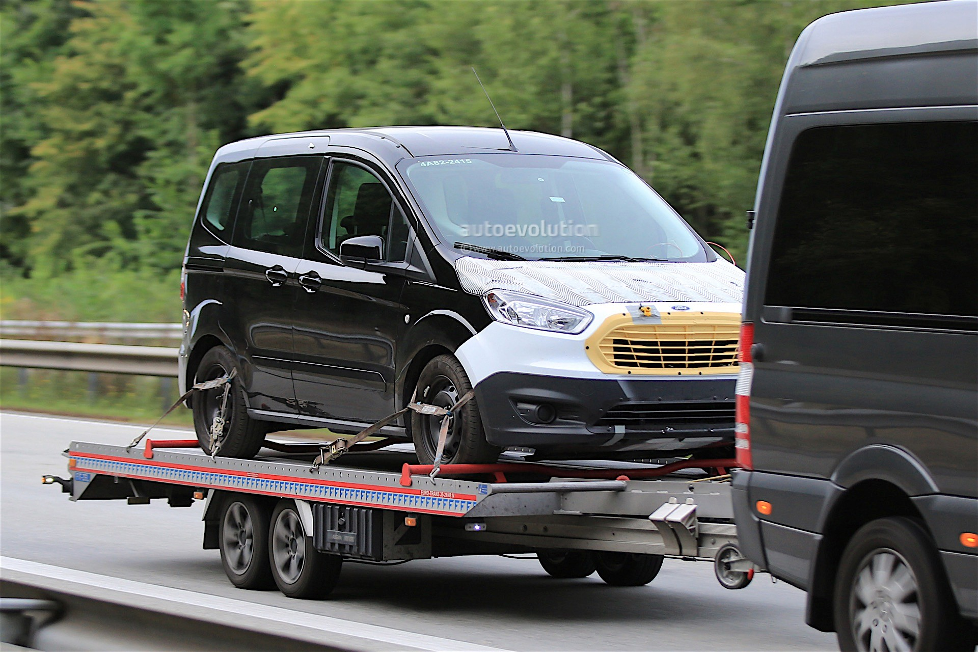 first spy shots of 2018 ford tourneo courier facelift. Black Bedroom Furniture Sets. Home Design Ideas