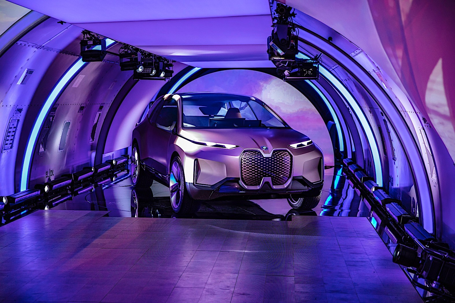 Four-Eyed BMW Vision iNext Breaks Cover, Full Gallery ...