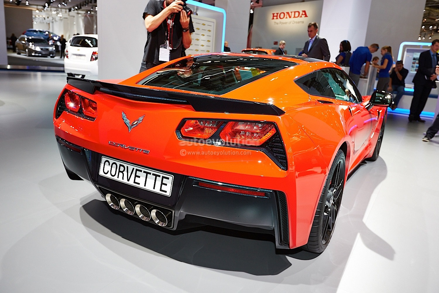 2014 Corvette Stingray Coupe and Convertible Live Photos   Frankfurt    Corvette Stingray 2014 Orange