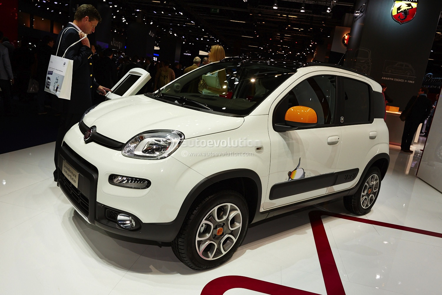 frankfurt 2013 fiat panda 4x4 antartica live photos autoevolution. Black Bedroom Furniture Sets. Home Design Ideas