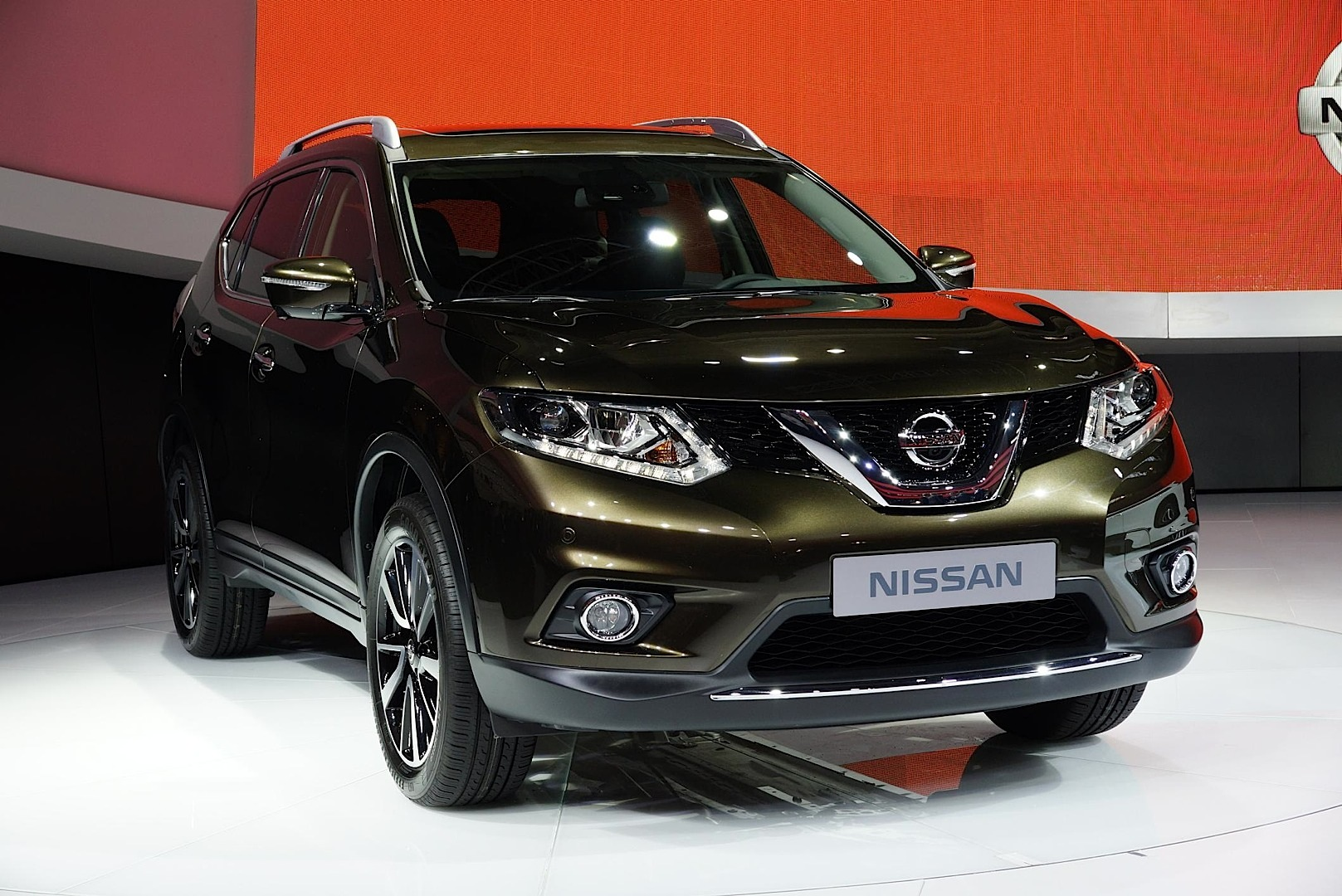 frankfurt 2013 nissan x trail rogue live photos autoevolution. Black Bedroom Furniture Sets. Home Design Ideas