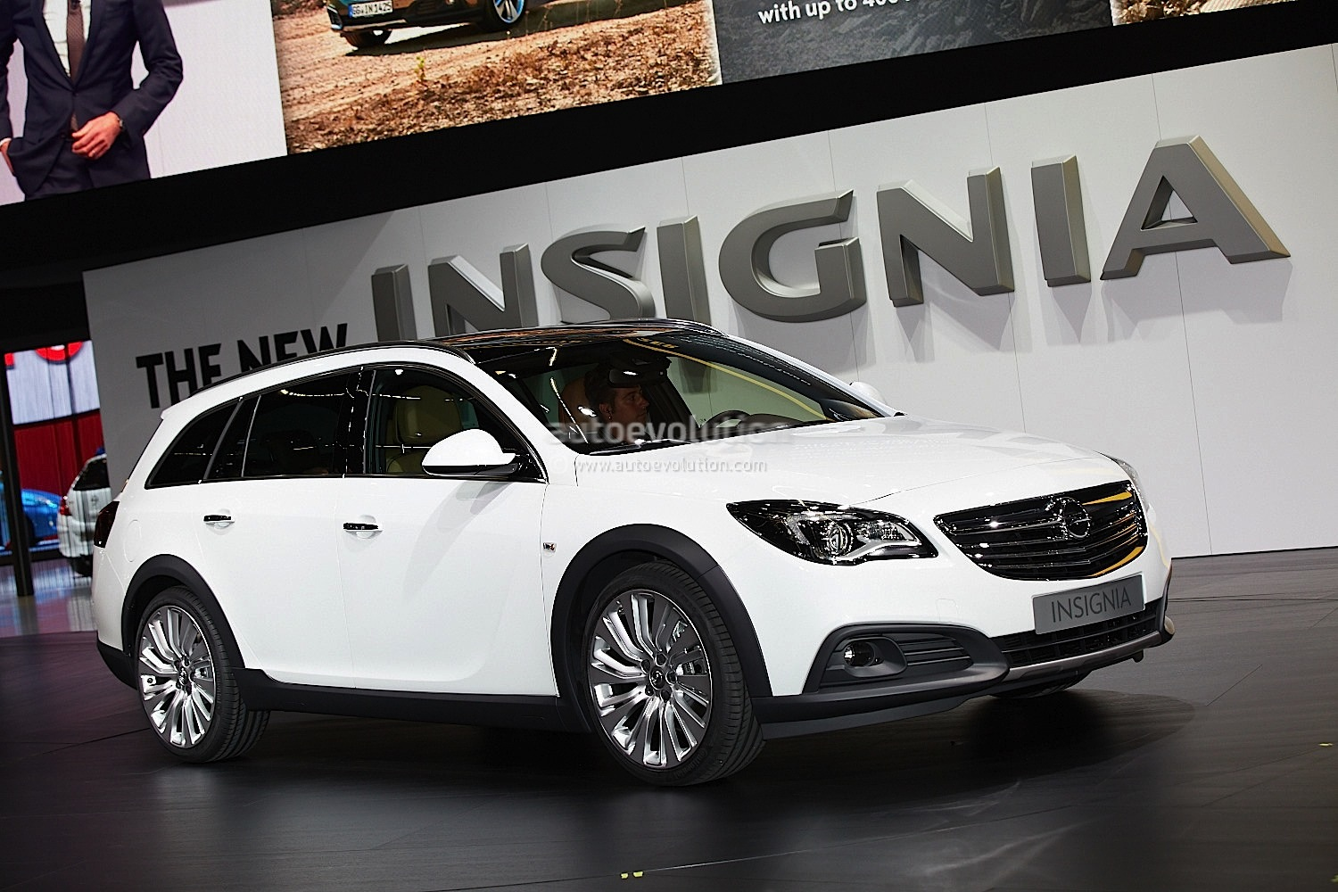 frankfurt 2013 opel insignia country tourer live photos. Black Bedroom Furniture Sets. Home Design Ideas