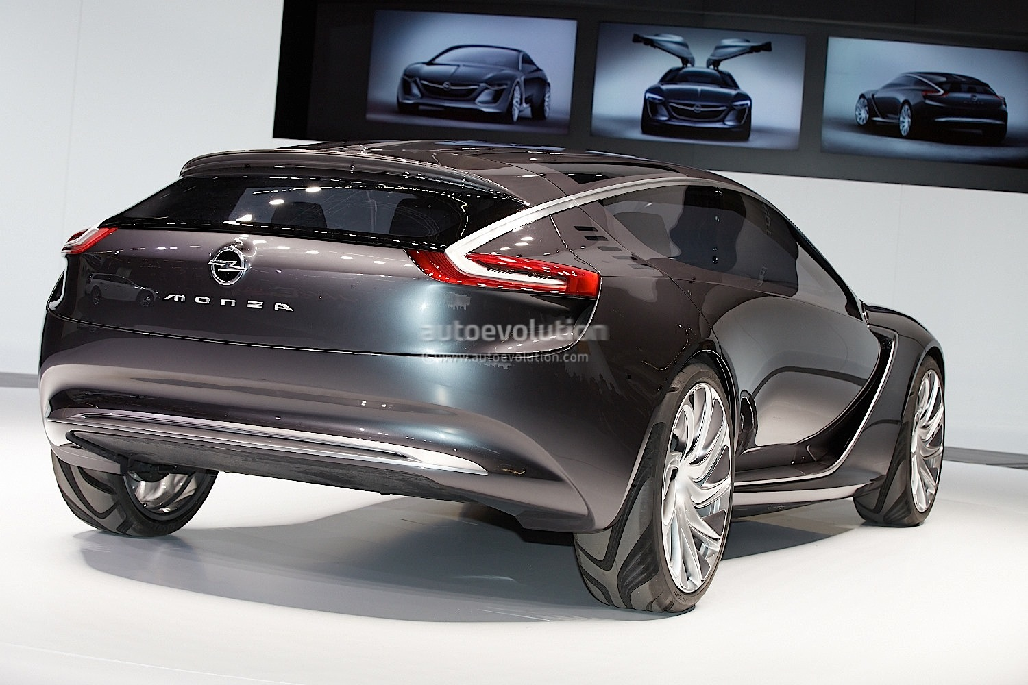 frankfurt 2013 opel monza concept revealed live photos autoevolution. Black Bedroom Furniture Sets. Home Design Ideas