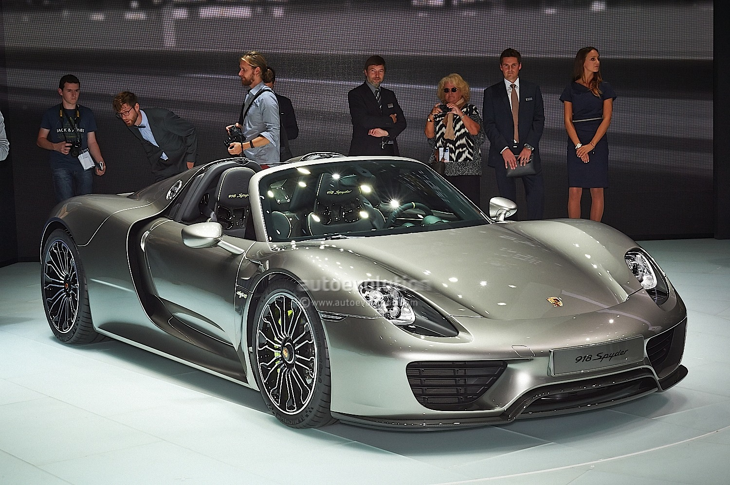 porsche 918 spyder live photo gallery 2013 frankfurt auto. Black Bedroom Furniture Sets. Home Design Ideas