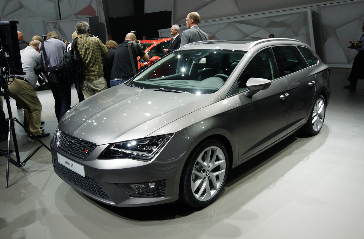 frankfurt 2013 seat leon st fr new 1 6 tdi ecomotive live photos autoevolution. Black Bedroom Furniture Sets. Home Design Ideas