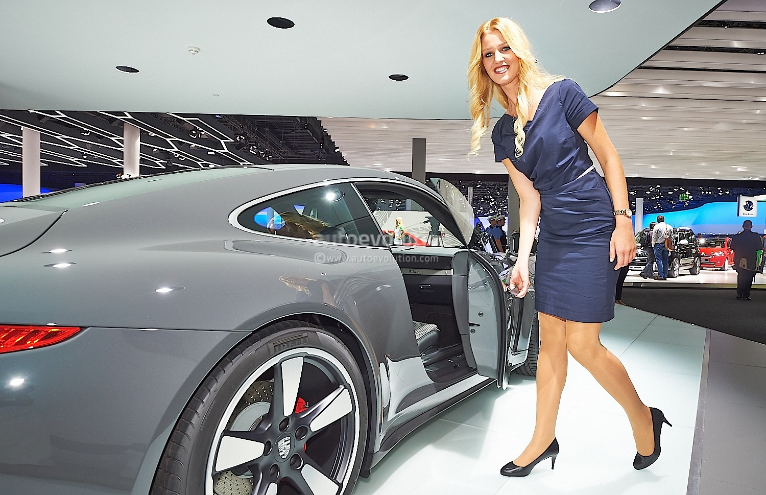 911 Carrera Gts >> Frankfurt 2013: Sexy Girl Makes 911 50th Edition Look Good ...