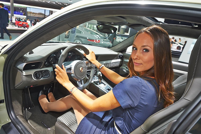 All Crash Parts >> Frankfurt 2013: Sexy Girl Makes 911 50th Edition Look Good [Live Photos] - autoevolution
