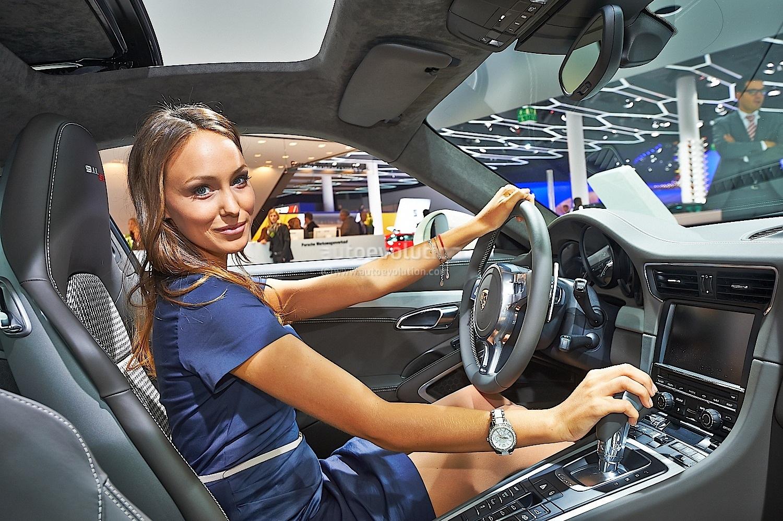 Frankfurt 2013: Sexy Girl Makes 911 50th Edition Look Good ...