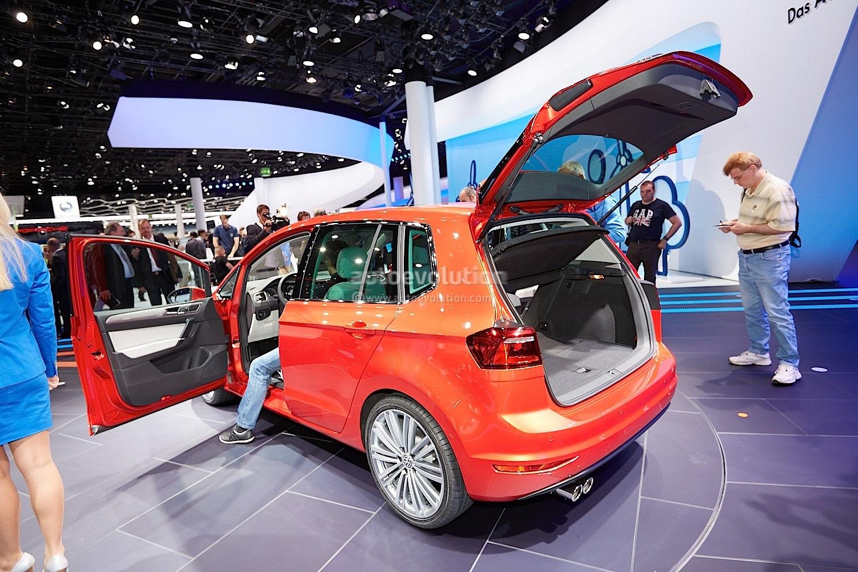 frankfurt 2013 volkswagen golf sportsvan concept previews next golf plus live photos. Black Bedroom Furniture Sets. Home Design Ideas