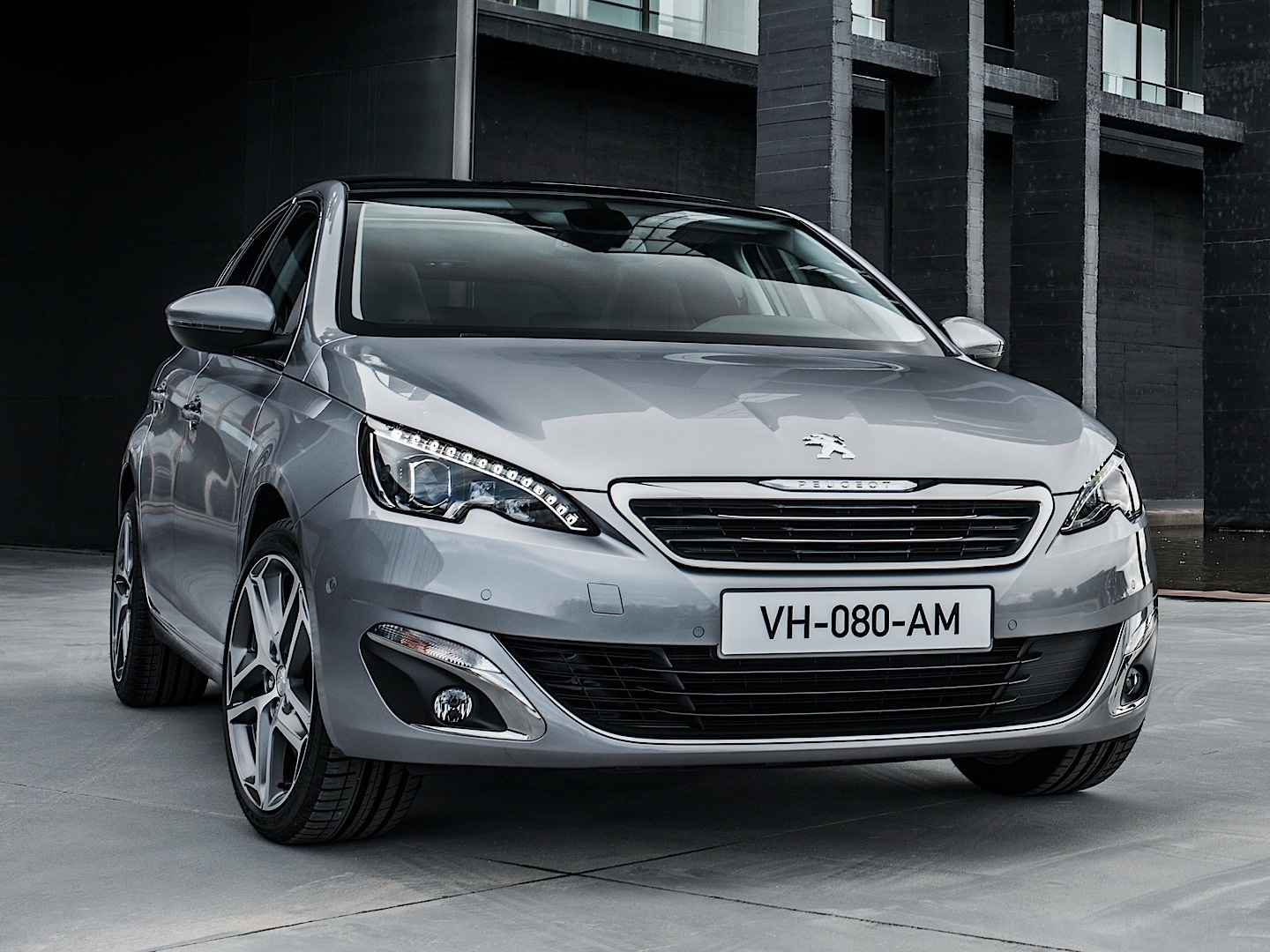 fresh-2014-peugeot-308-photos-leaked-shed-new-light-on-french-compact-photo-gallery_12.jpg?1377525132