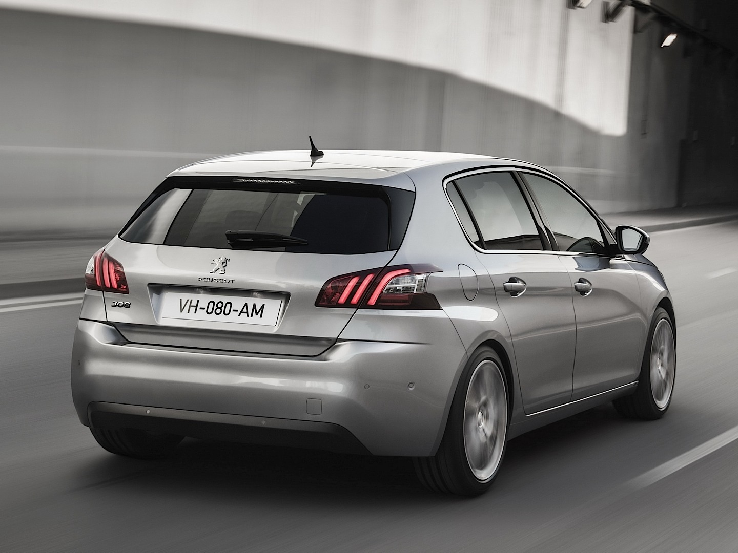 fresh-2014-peugeot-308-photos-leaked-shed-new-light-on-french-compact-photo-gallery_15.jpg?1377525132