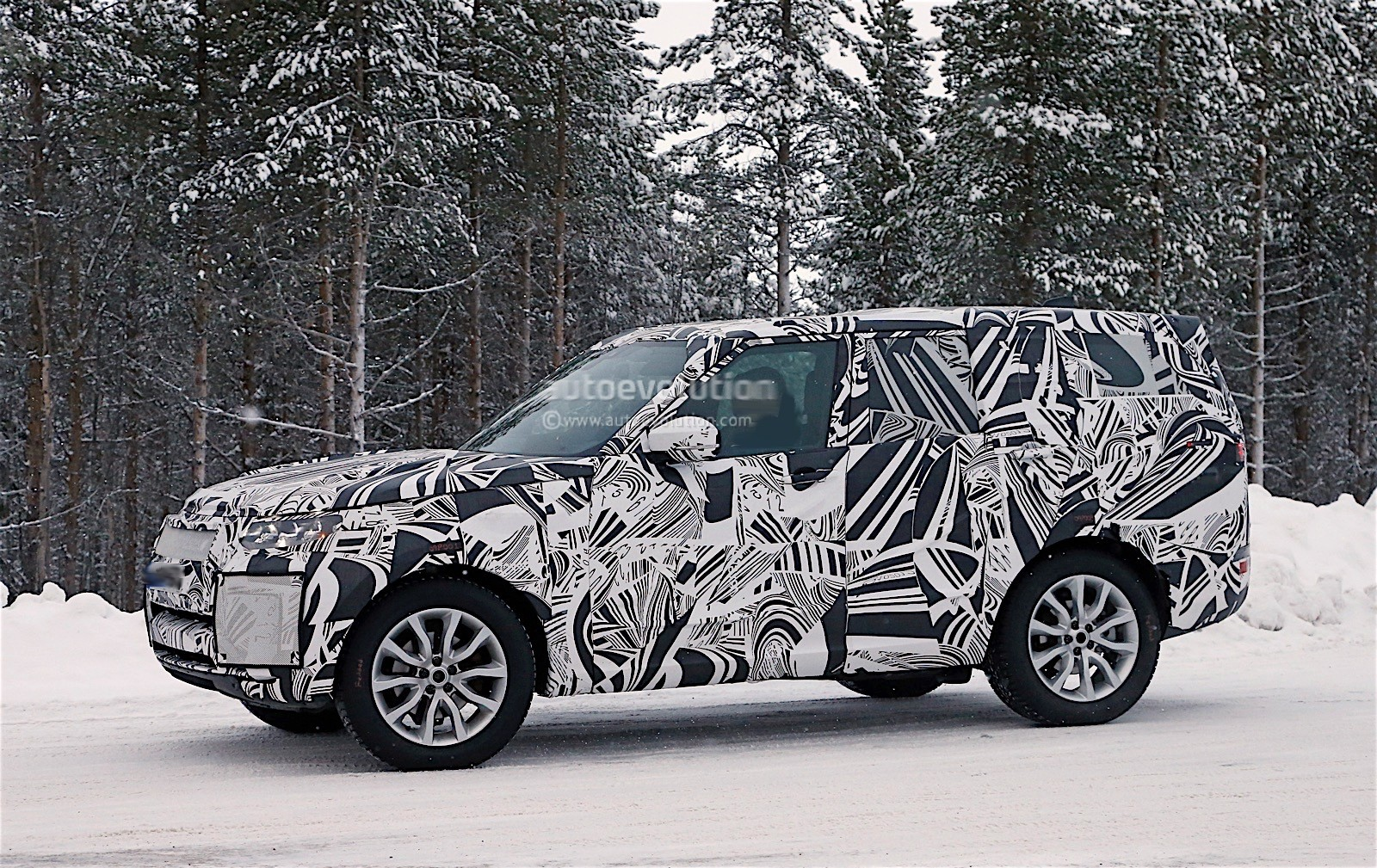 2018 Land Rover Discovery Spyshots Reveal New Design ...
