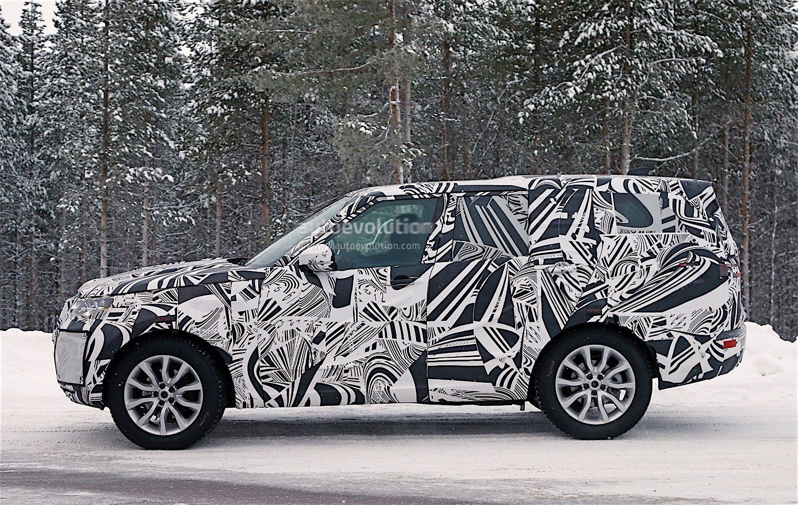 land rover defender 2018 spy shots. fine defender 2017 land rover discovery prototype spy shots intended land rover defender 2018 1