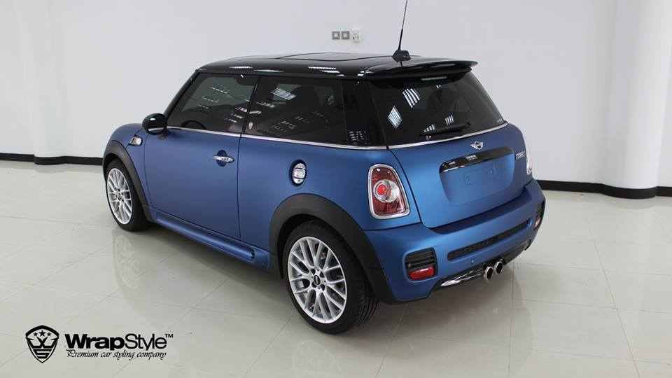 Frozen Blue MINI Cooper S Says Hello from Dubai - autoevolution