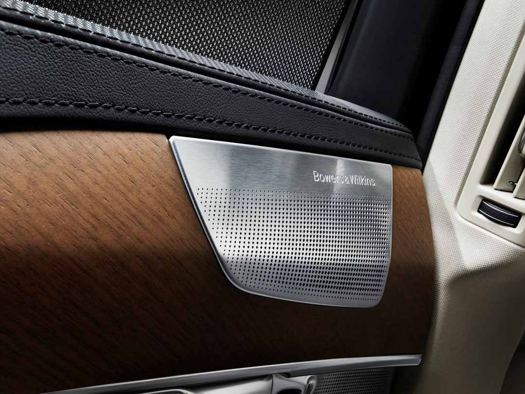 future tesla interiors will smell like volvo 39 s autoevolution. Black Bedroom Furniture Sets. Home Design Ideas