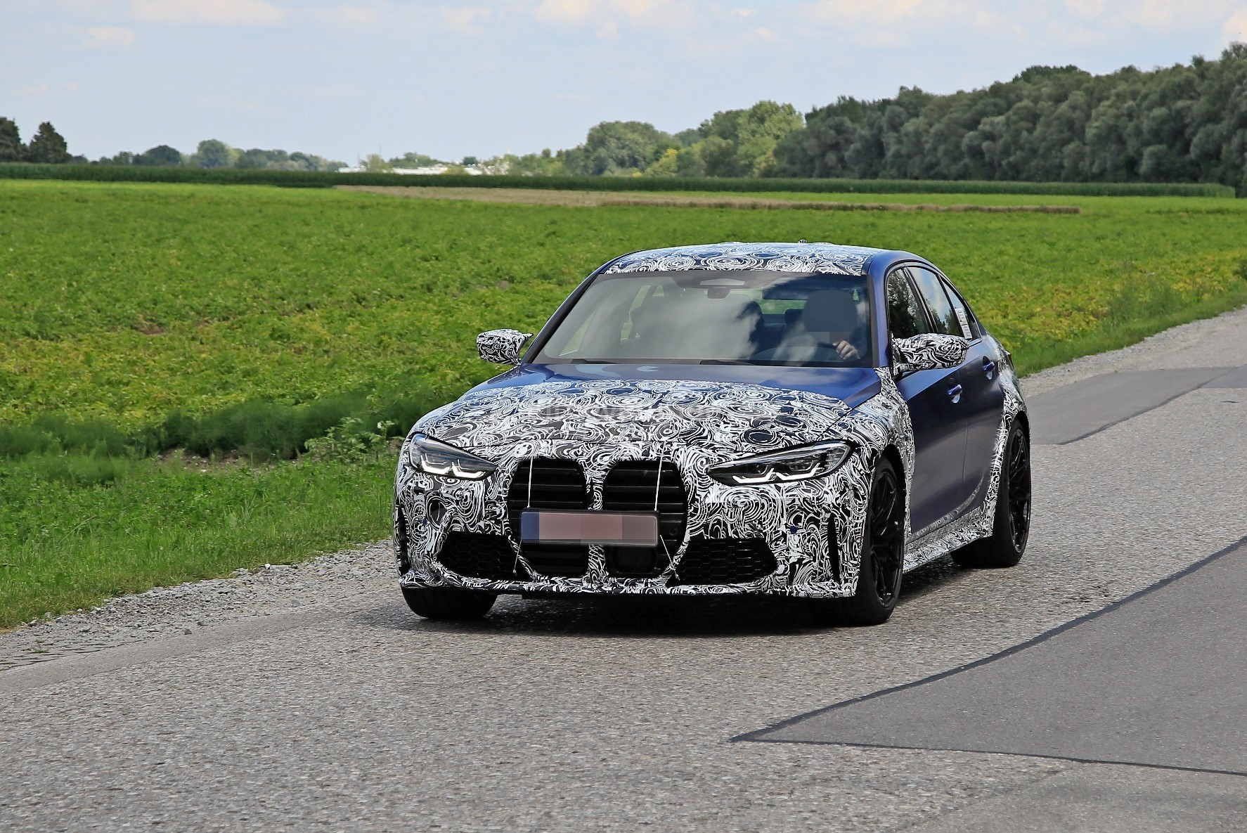 g80-bmw-m3-shows-ginormous-kidney-grille-in-new-spy-phots_1