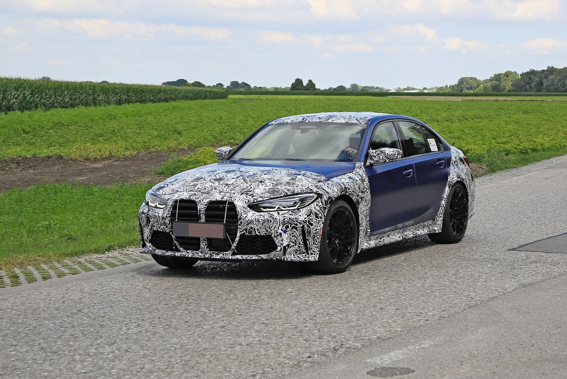 g80-bmw-m3-shows-ginormous-kidney-grille-in-new-spy-phots_2