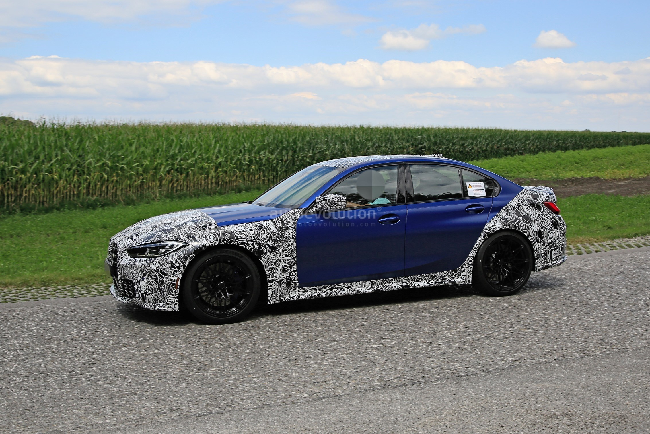 g80-bmw-m3-shows-ginormous-kidney-grille-in-new-spy-phots_4