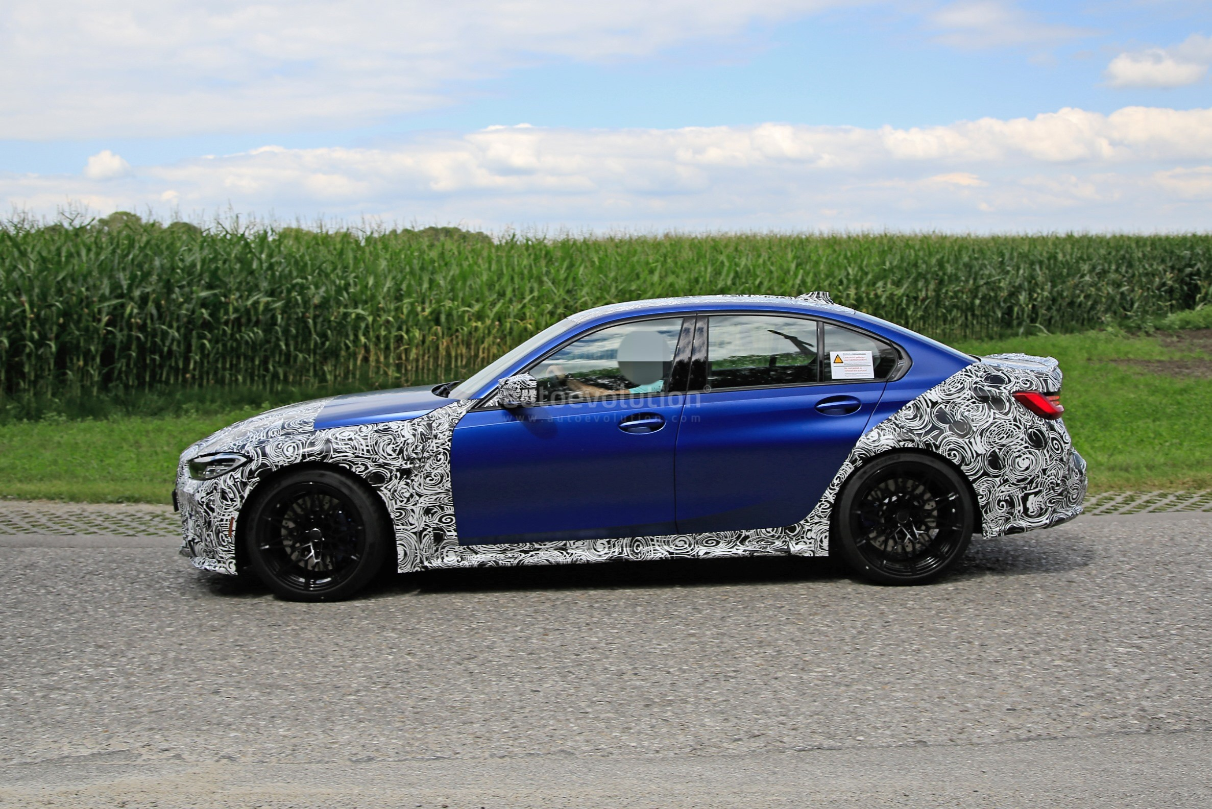 g80-bmw-m3-shows-ginormous-kidney-grille-in-new-spy-phots_5