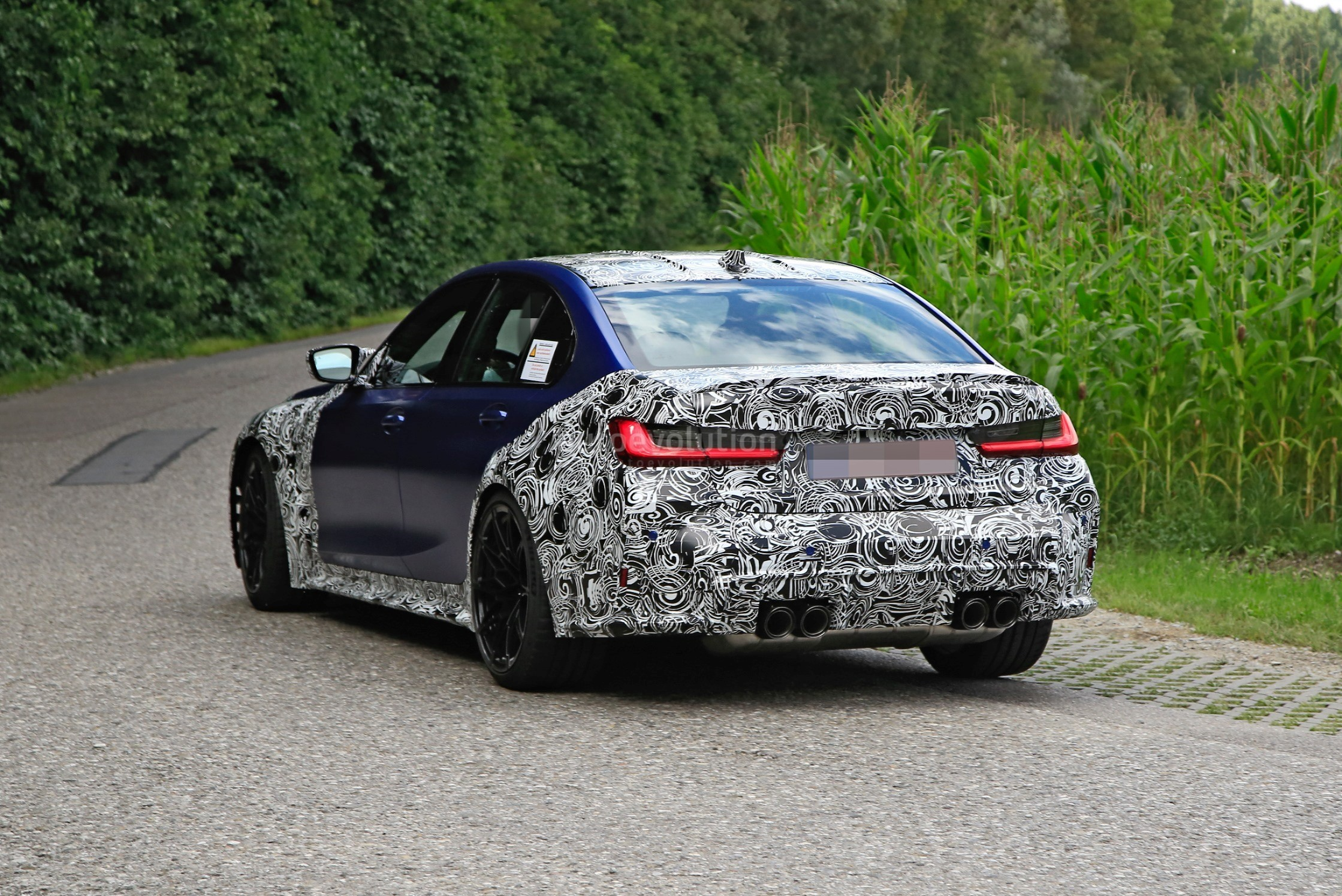 g80-bmw-m3-shows-ginormous-kidney-grille-in-new-spy-phots_8