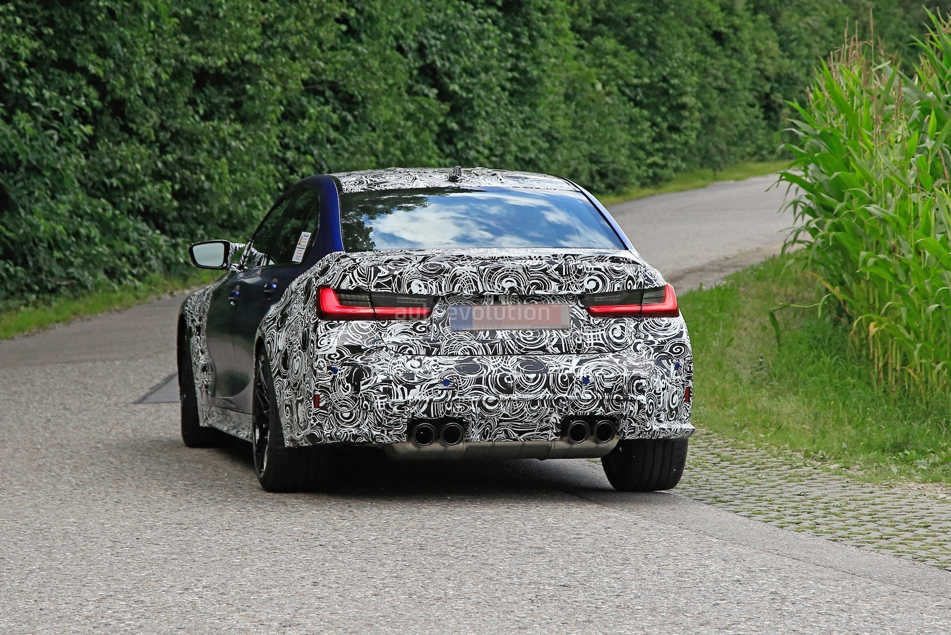 g80-bmw-m3-shows-ginormous-kidney-grille-in-new-spy-phots_9