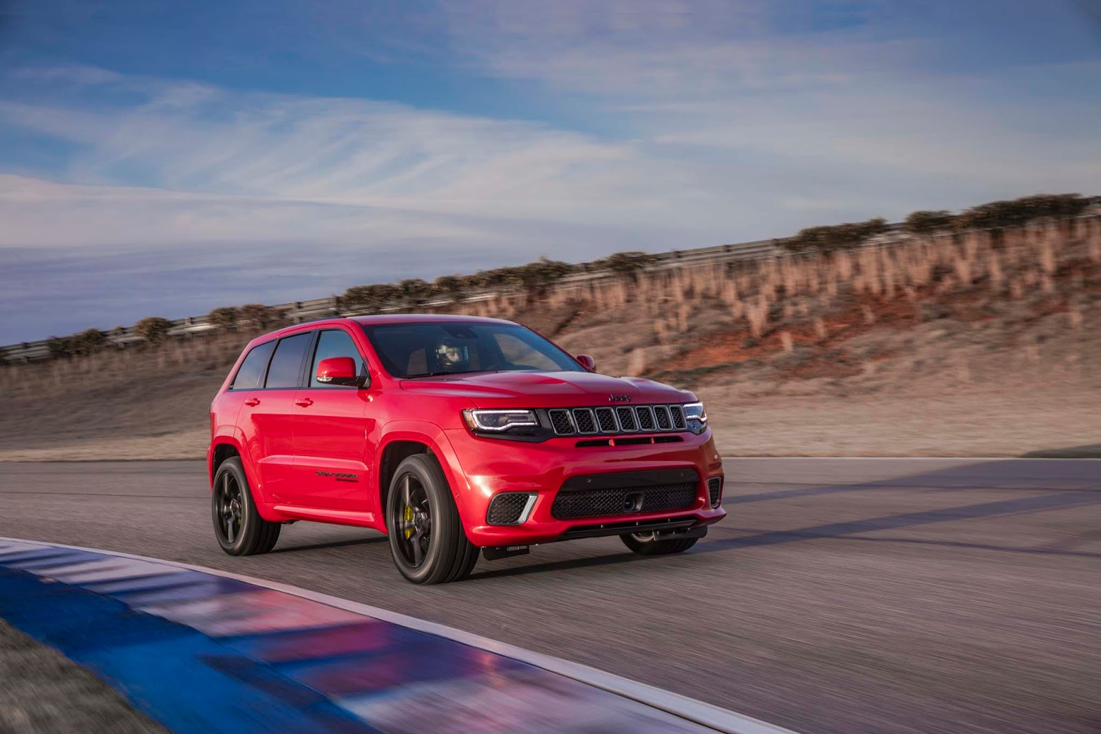 jeep gifts the 2018 grand cherokee trackhawk with 707 hp. Black Bedroom Furniture Sets. Home Design Ideas