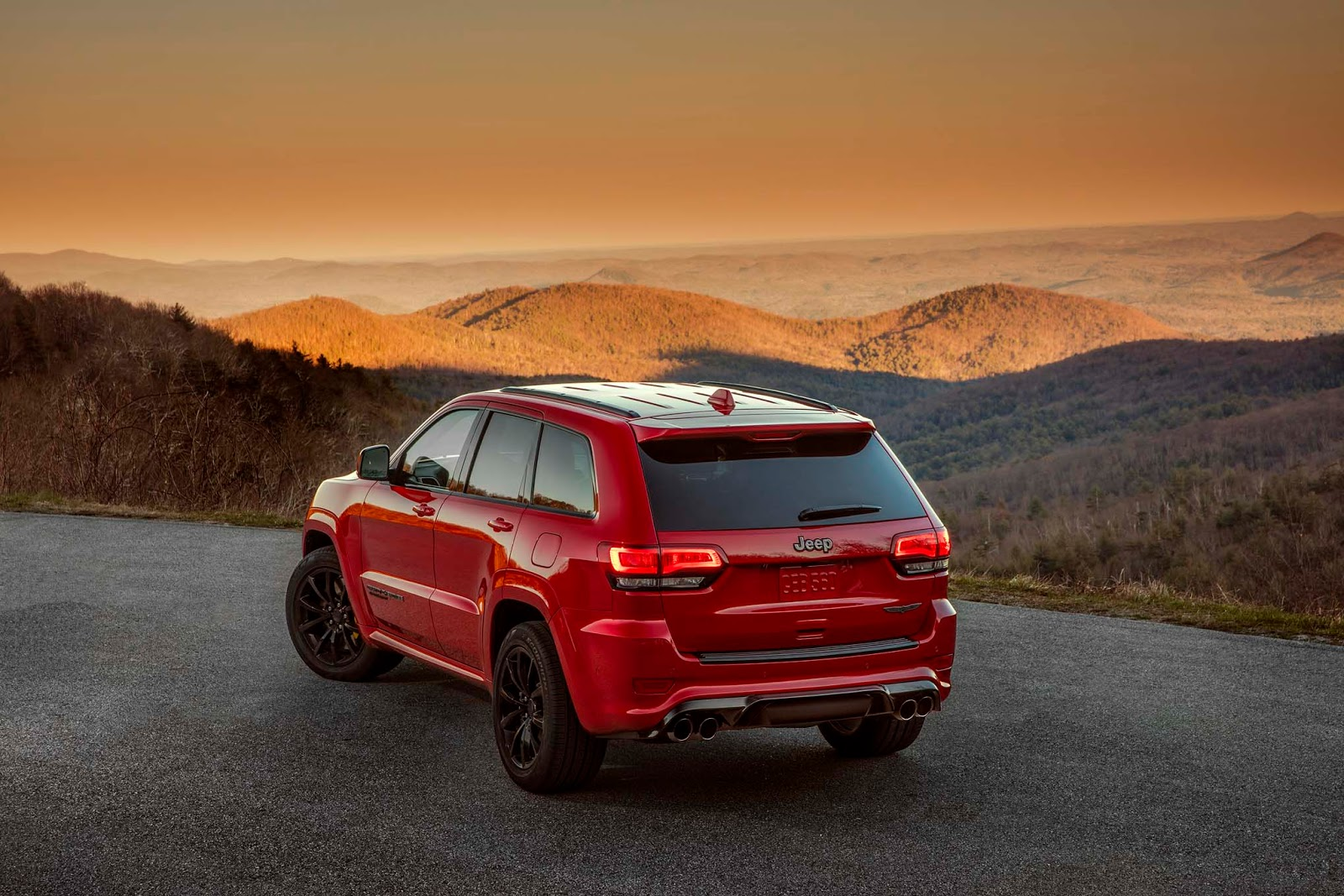 Jeep Gifts The 2018 Grand Cherokee Trackhawk With 707 HP ...