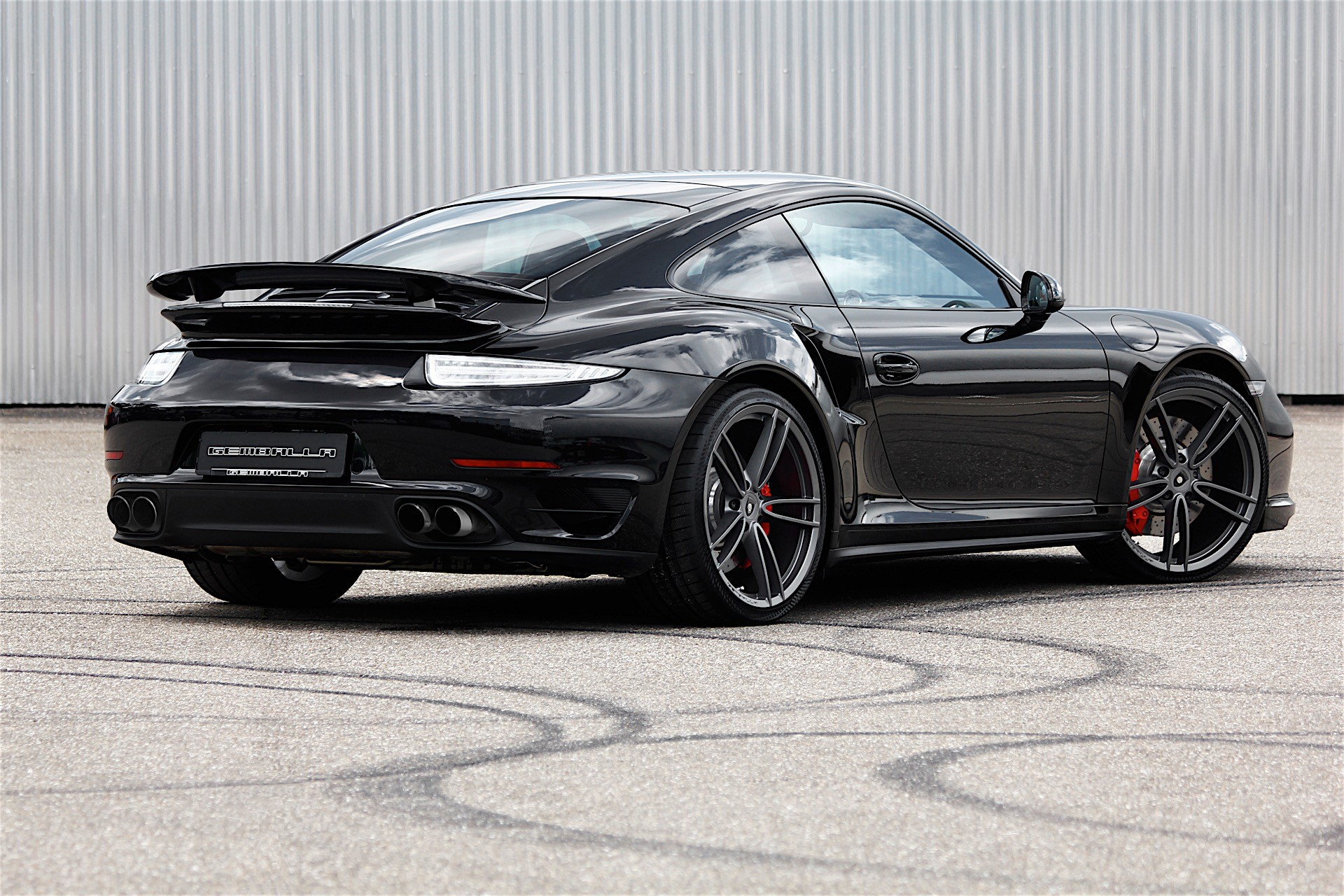 gemballa releases performance exhaust system for porsche 911 turbo autoevolution. Black Bedroom Furniture Sets. Home Design Ideas