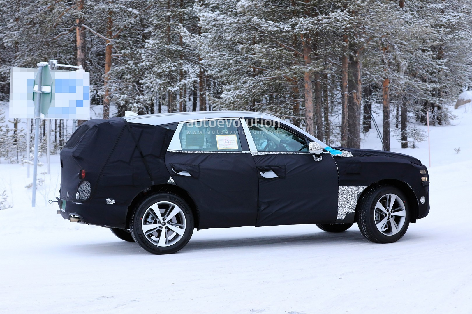 2019 - [Genesis] SUV GV80 - Page 2 Genesis-gv80-suv-prototype-makes-production-spyshots-debut_10