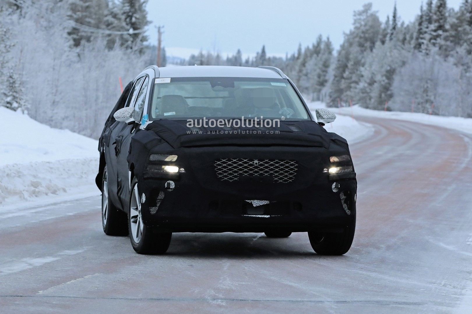 2019 - [Genesis] SUV GV80 - Page 2 Genesis-gv80-suv-prototype-makes-production-spyshots-debut_3