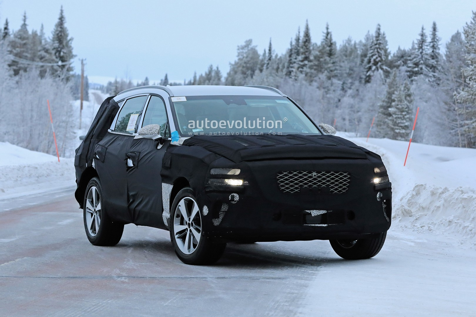 2019 - [Genesis] SUV GV80 - Page 2 Genesis-gv80-suv-prototype-makes-production-spyshots-debut_4