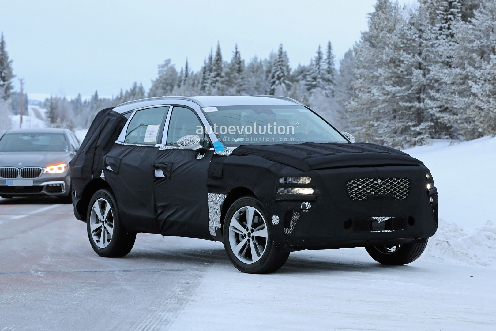 2019 - [Genesis] SUV GV80 - Page 2 Genesis-gv80-suv-prototype-makes-production-spyshots-debut_5