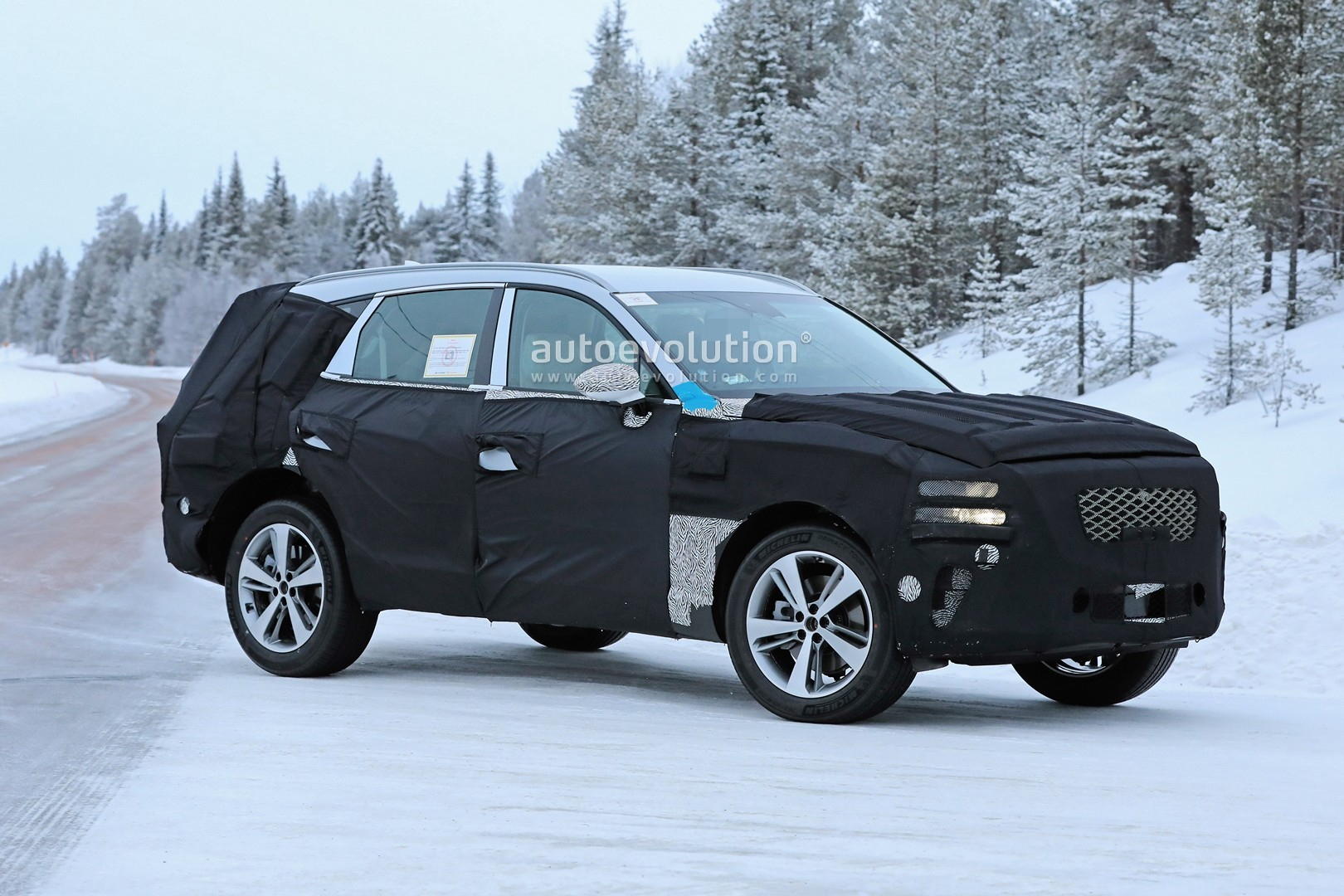 2019 - [Genesis] SUV GV80 - Page 2 Genesis-gv80-suv-prototype-makes-production-spyshots-debut_6