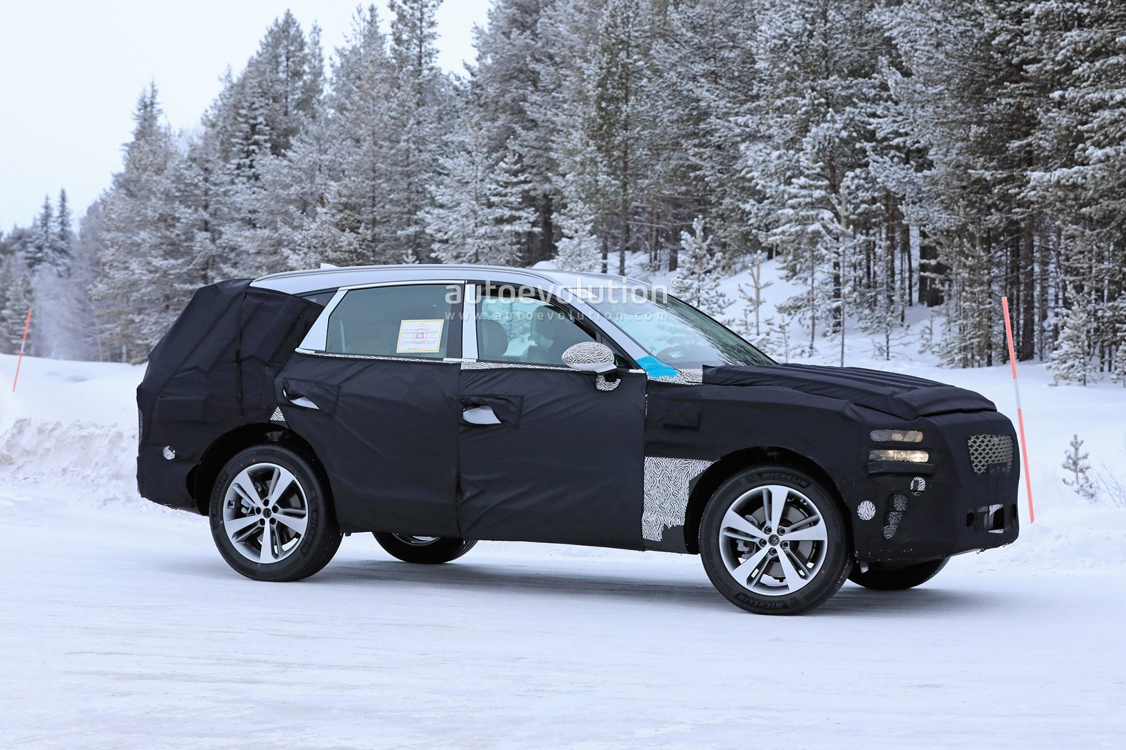 2019 - [Genesis] SUV GV80 - Page 2 Genesis-gv80-suv-prototype-makes-production-spyshots-debut_7