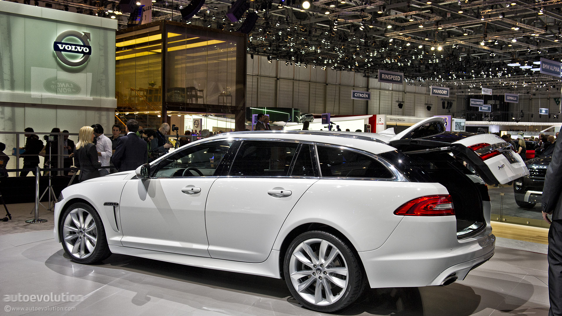 geneva 2012 jaguar xf sportbrake live photos. Black Bedroom Furniture Sets. Home Design Ideas
