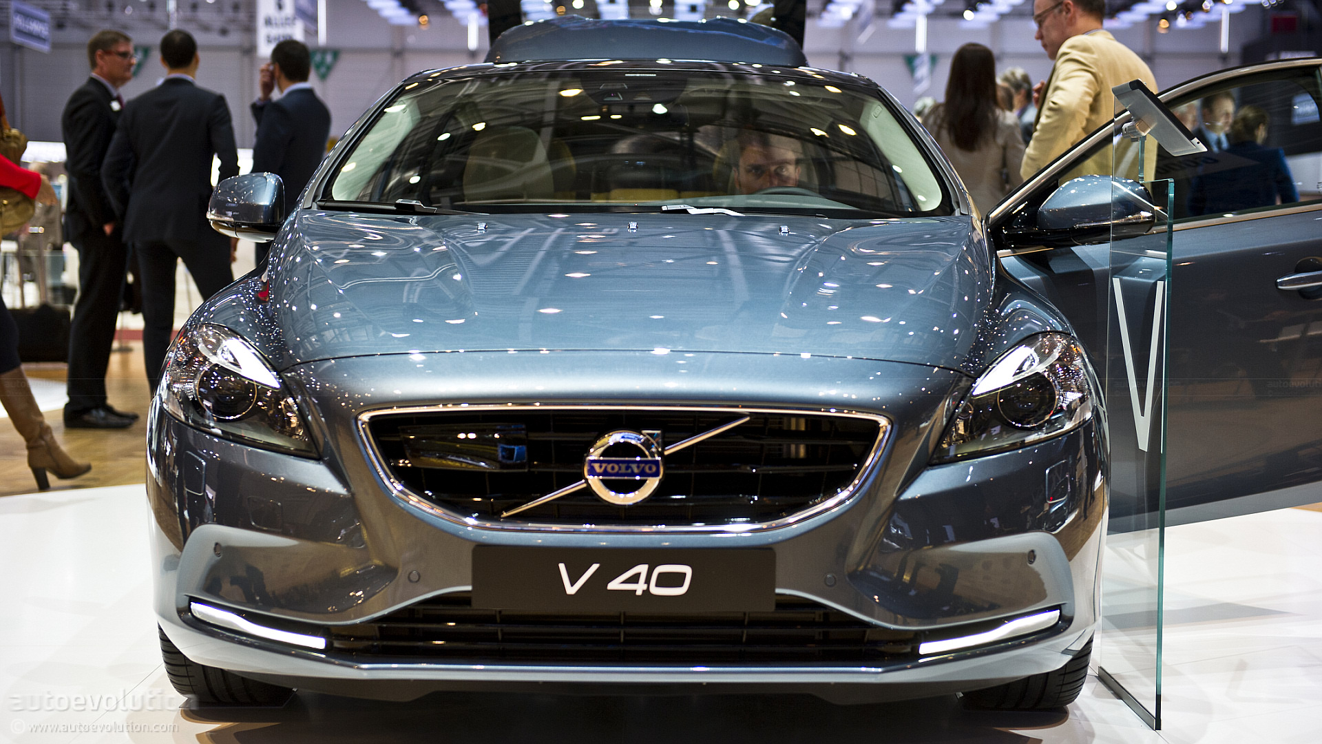 Geneva 2012: Volvo V40 [Live Photos] - autoevolution