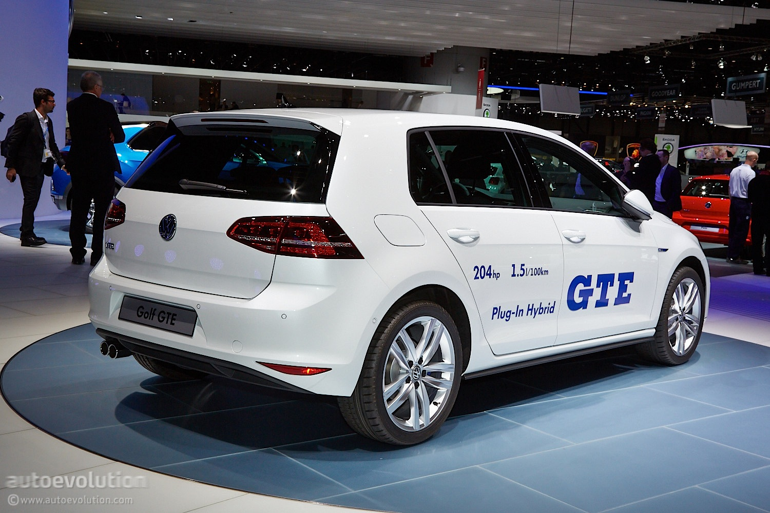 geneva 2014 volkswagen golf gte combines a prius and a. Black Bedroom Furniture Sets. Home Design Ideas